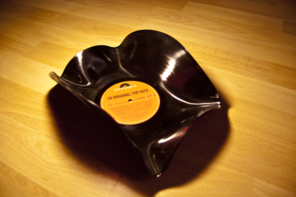 <!--:de-->Die Schallschale!<!--:--><!--:en-->The Vinyl-Bowl<!--:-->