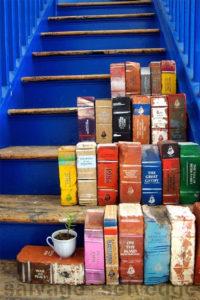 Bemalte Backsteine, die aussehen wie Bücher