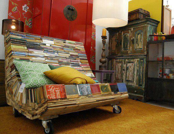 Bücher-Sessel
