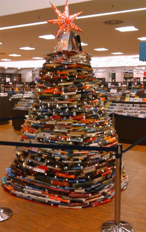 buecher-weihnachtsbaum