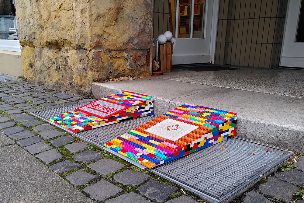 Rampen für Rollifahrer aus Lego-Steinen
