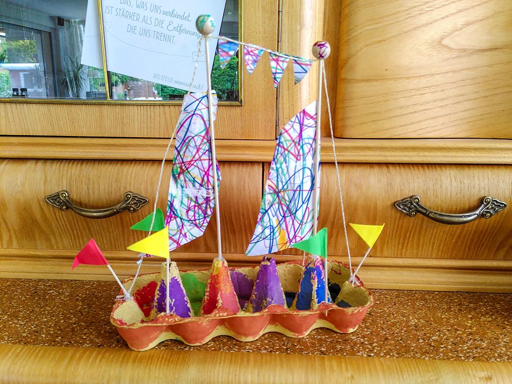Eierkarton-Segelschiff